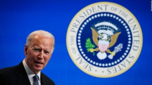 Biden quiere generar empleos con buenos sueldos en energías renovables