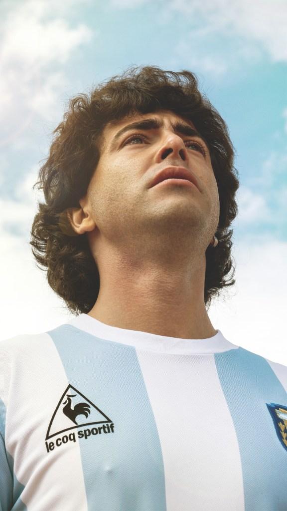 El actor Nazareno Casero da vida al astro del fútbol durante la segunda etapa que trata la vida del jugadro (Foto Amazon Prime Video)