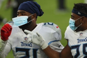 Titans players wearing masks after a game (Photo Patrick Smith / Getty Images)
