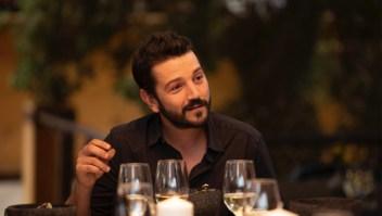 """Diego Luna regresa con la segunda temporada de """"Pan y Circo"""" en donde conversará con diversos invitados de temas de actualidad (Foto Amazon Prime Video)"""