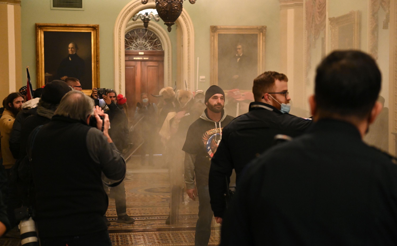 El Congreso certifica la victoria de Biden tras insurrección terrorista en  el Capitolio: minuto a minuto | CNN