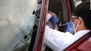 El despliegue de vacunas tropieza a medida que el enfoque 'Juegos del Hambre' deja a los estados y condados a su suerte