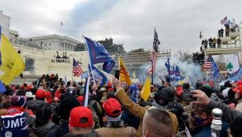 """Así vivió desde dentro la invasión al Capitolio una reportera de CNN: """"La gente estaba rabiosa"""""""
