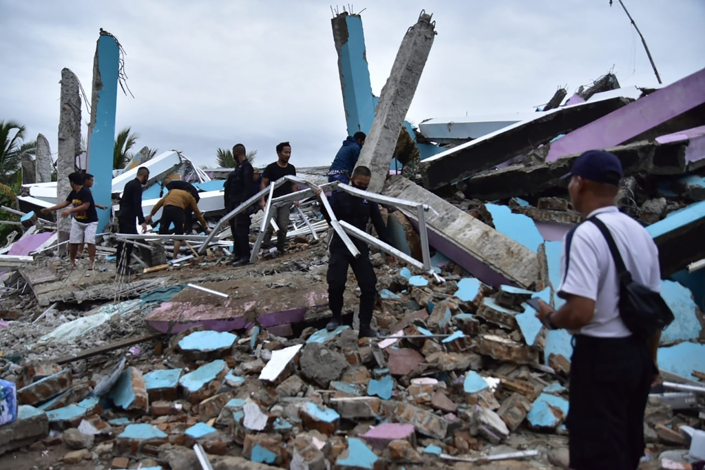 Terremoto de magnitud 6,2 deja cientos de heridos en Indonesia