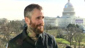 Policías describen la violencia en el Capitolio