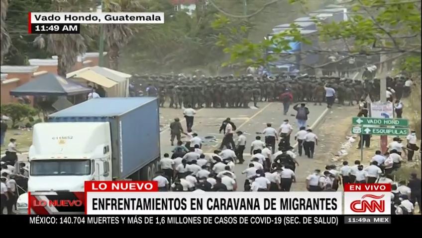 Autoridades usan la fuerza para hacer retroceder a migrantes