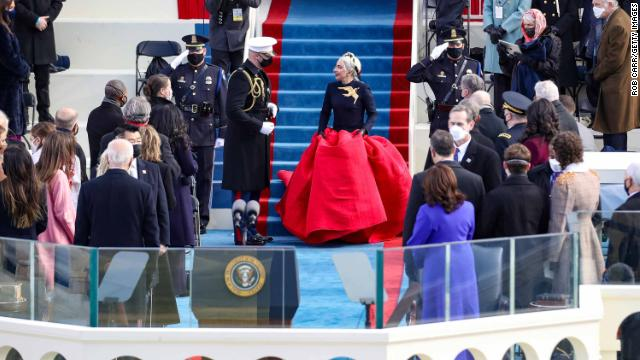 Lady Gaga interpreta el himno nacional de EE.UU.