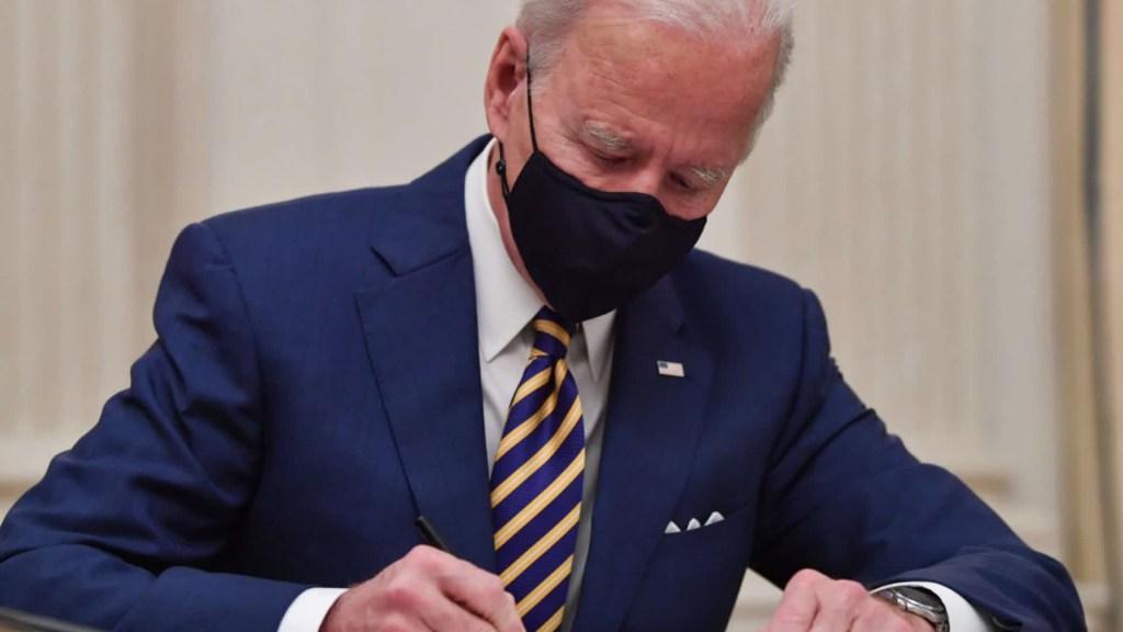 Biden busca impulsar la industria de EE.UU.