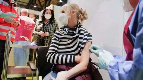 ¿Podrá vacunar EE.UU. a 300 millones de personas para el verano?