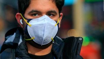 CDC: Usar doble cubrebocas te protege mejor del covid-19