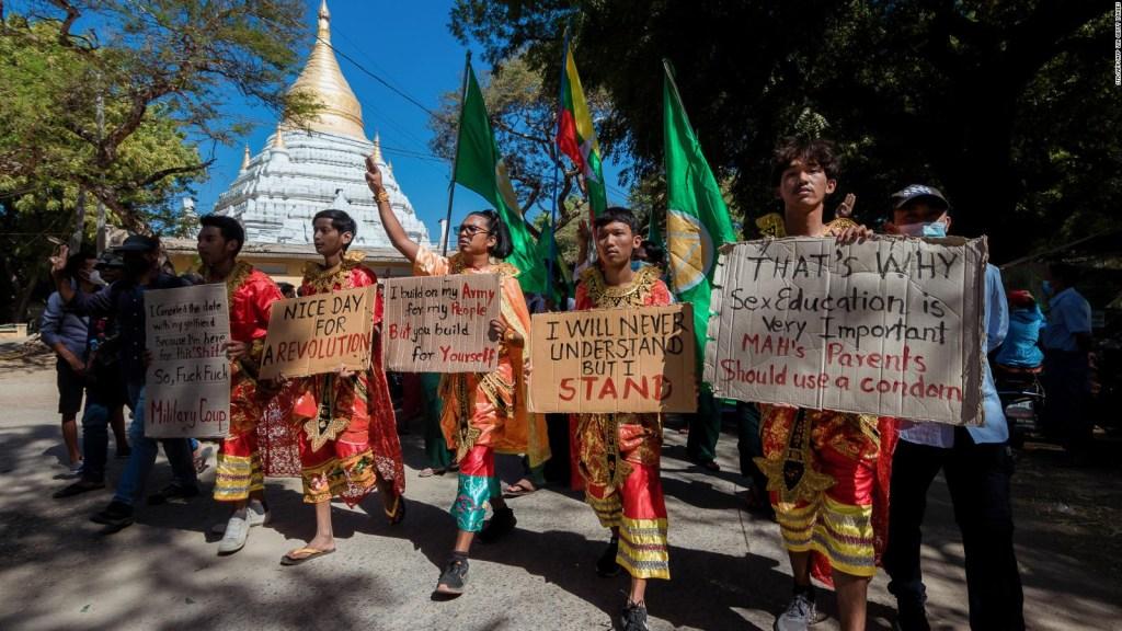 Sin noticias de Aung San Suu Kyi mientras protestan en Myanmar
