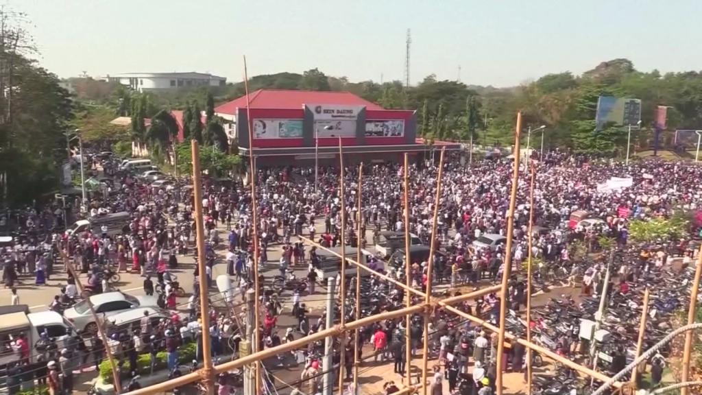 Se intensifican protestas en Myanmar