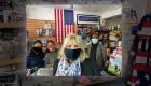 Primera dama va de visita sorpresa a una tienda hispana