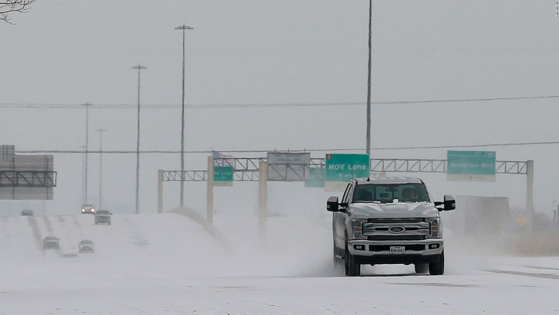Texas enfrenta sin servicio de electricidad temperaturas gélidas