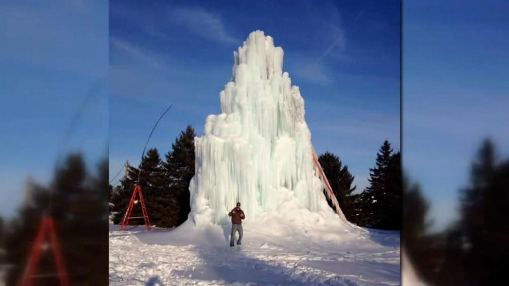 La curiosa tradición que originó este árbol de hielo