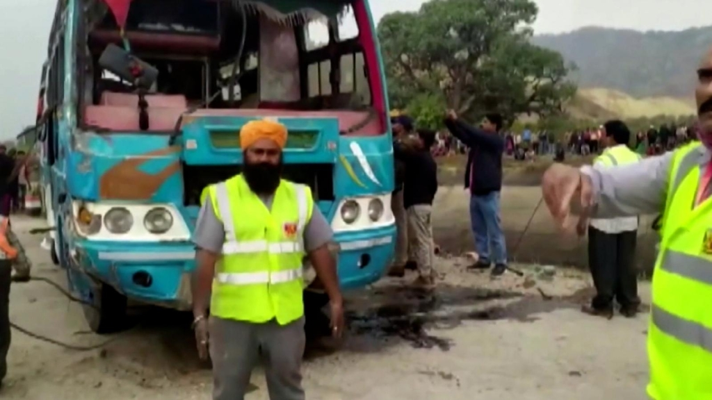 India: 46 muertos en accidente de autobús