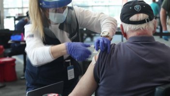 Reacciones alérgicas a estas vacunas son bajas, según los CDC