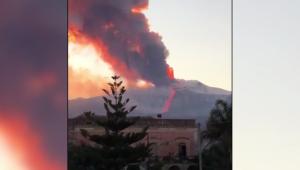 Impresionantes videos de la erupción del monte Etna en Italia