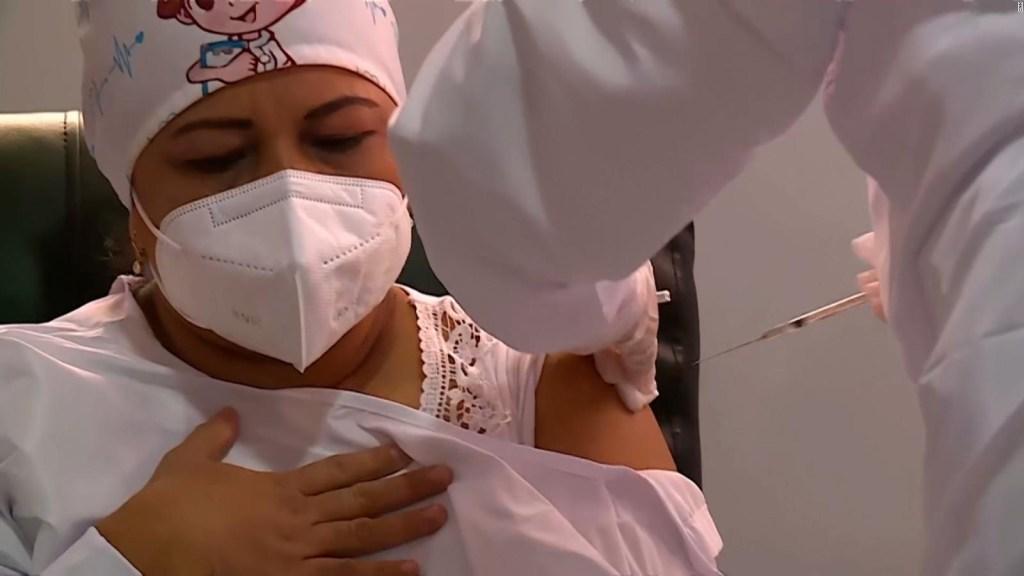 Una enfermera, la primera que recibió la vacuna en Colombia