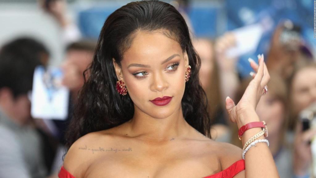 Rihanna causa polémica con provocadora fotografía