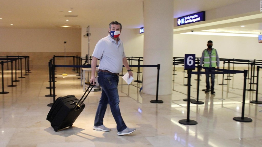 Ted Cruz vuelve a Texas tras volar a Cancún el miércoles