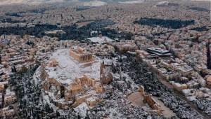 La Acrópolis de Atenas bajo la nieve