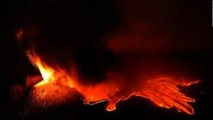 Así se ve la erupción de un volcán desde el espacio