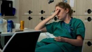 ¿Rinden mejor en el trabajo quienes se acuestan tarde?