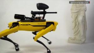 Un perro robot teledirigido destroza obras de arte