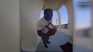 Video muestra a un buen samaritano devolver una billetera