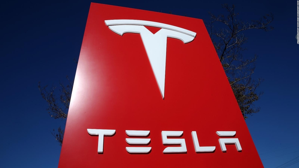 Caen acciones de Tesla, estas son las razones