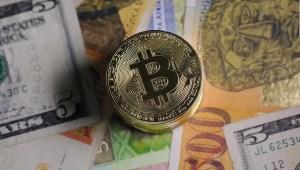 ¿Puede le bitcoin remplazar las monedas tradicionales?