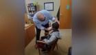Director escolar arregló el pelo de alumno avergonzado