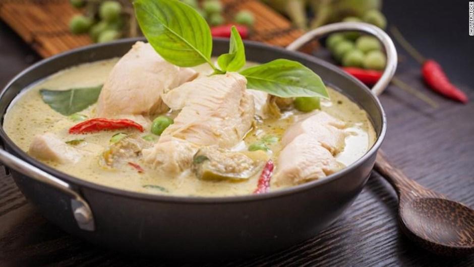 Disfruta un domicilio de comida tailandesa, como por ejemplo este curry verde con pollo, el sábado.