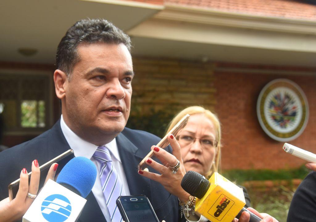 Muere legislador de Paraguay por covid-19 y el Gobierno anuncia llegada de más vacunas