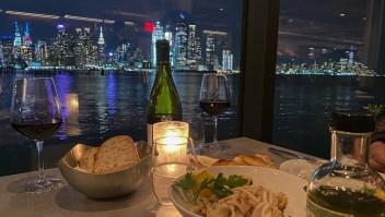 Restaurantes en Nueva York reabren servicio en el interior