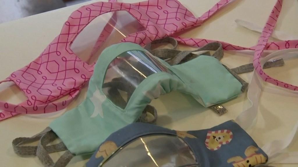 España fija normas para usar mascarillas transparentes