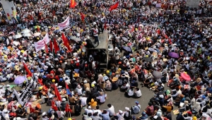 Manifestantes en Myanmar salen a las calles sin miedo al Ejército