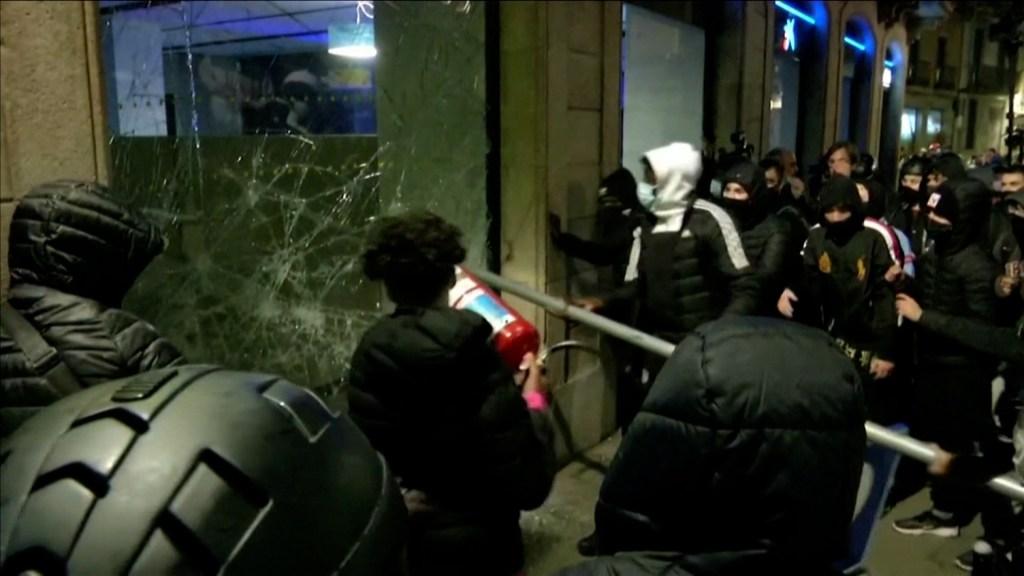 Protestas a para liberar al rapero Hasél sacuden a España