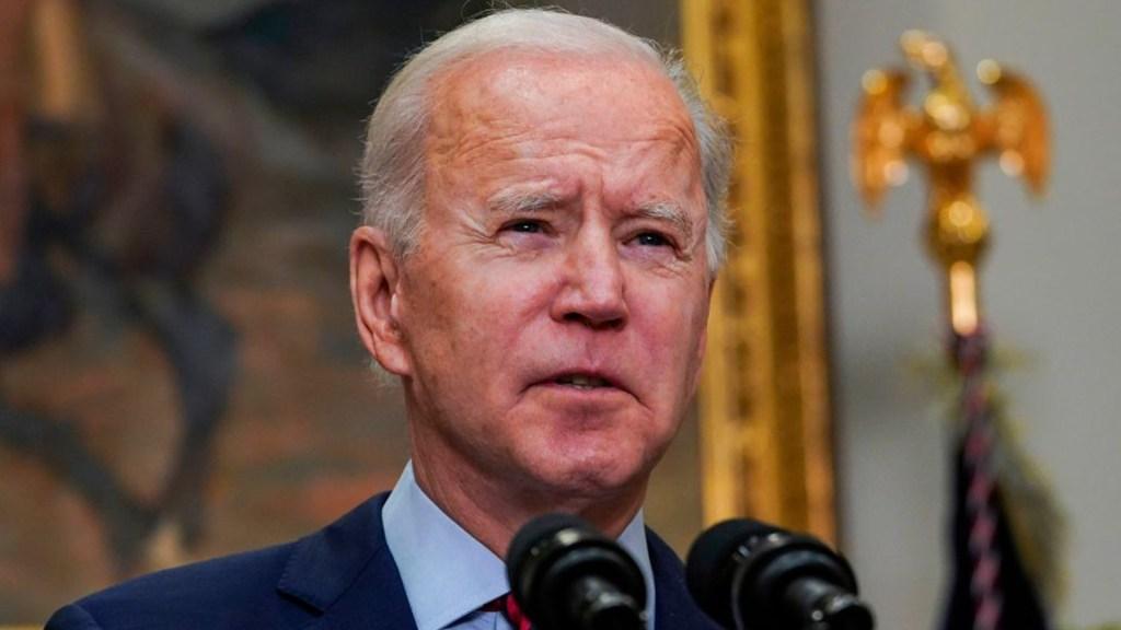 """Joe Biden tras la aprobación del paquete de estímulo en la cámara: """"Estamos un paso más cerca de vacunar a toda la nación"""""""