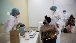 vacunación-maestros-república-dominicana.jpg