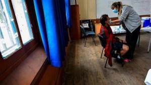 La vacuna y su papel en la reapertura de las escuelas