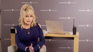 """Dolly Parton recibe dosis de """"su propia medicina"""""""