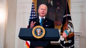 Biden critica a Texas y Mississippi por mandato de cubrebocas