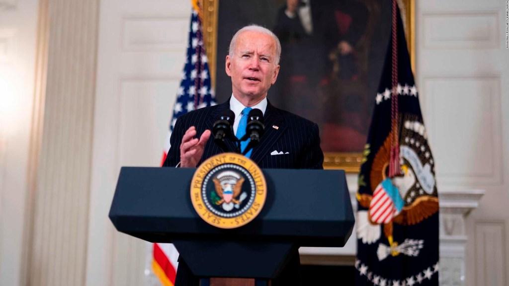 Biden quiere que 90% de adultos accedan a vacuna en abril