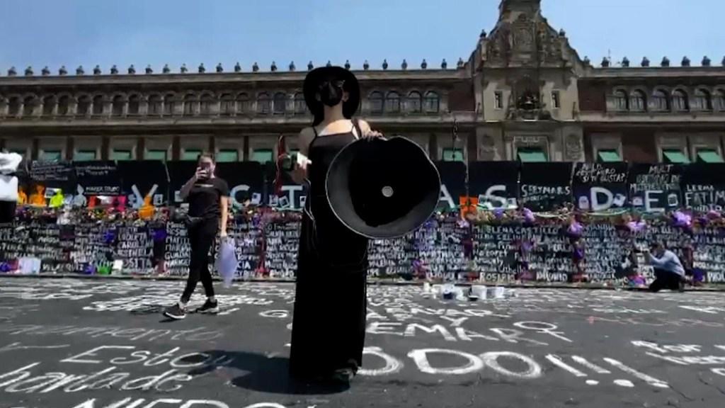 Críticas a feministas buscan apagar el fuego con gasolina