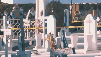 Exhuman cientos de cuerpos en México para identificarlos
