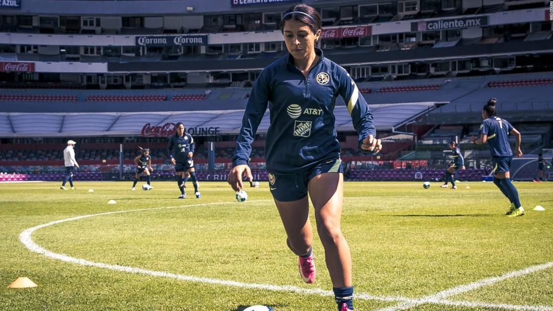 Jennifer Muñoz, orgullosa de ser futbolista