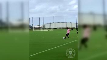 Fútbol: David Beckham y su imperdible disparo al ángulo
