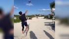 Tom Brady et David Beckham jouent sur la plage